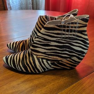 MATISSE NUGENT TIGER ANKLE BOOTIES Size 9/9.5